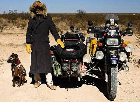 Homem cai na estrada com o seu cão em viagem épica de 10 anos