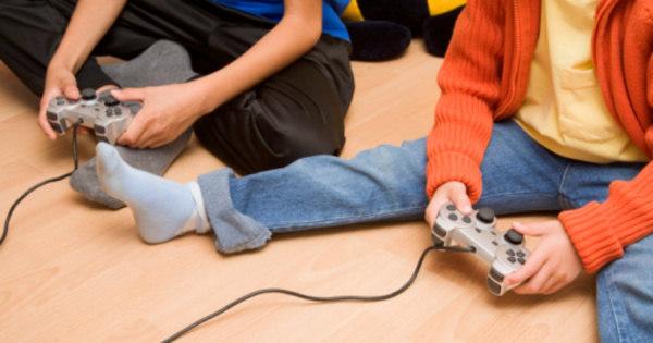 Crianças que convivem com jogos e programas violentos se ...