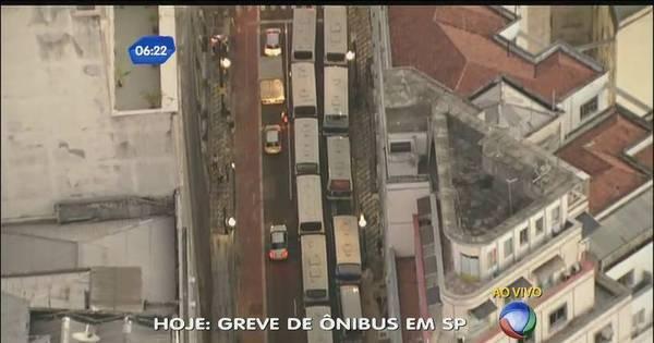 Motoristas de micro-ônibus param no centro de SP - Notícias - R7 ...