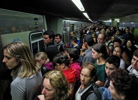 Tarados no metrô são problema pelo mundo. Veja piores lugares