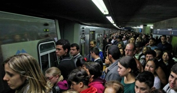 Assédio sexual contra a mulher no metrô é recorrente. Veja os ...