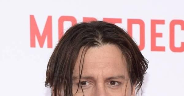 Johnny Depp dormiu durante exibição do próprio filme ...