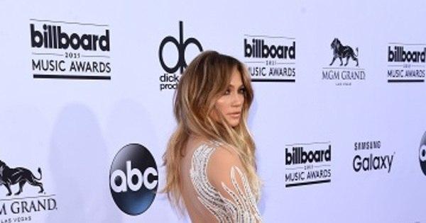 Jennifer Lopez ousa com vestido transparente no tapete vermelho ...