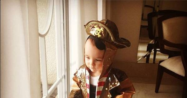 Que fofura! Ana Hickmann posta foto do filho vestido de pirata ...