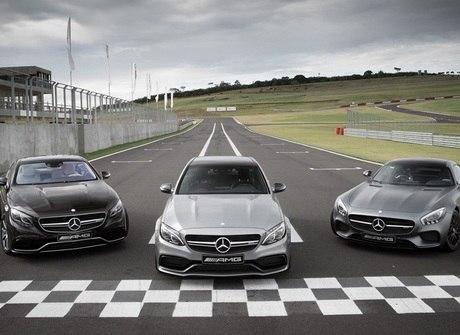 Mercedes-Benz mostra novas máquinas da linha AMG no Brasil