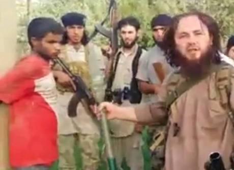 Estado Islâmico executa homem com um lança-foguetes