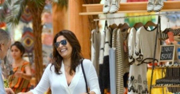 Juliana Paes passeia com o filho mais velho em Shopping na Barra ...