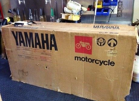 "Moto esportiva de 1985 é achada ""zerada"" dentro da caixa"