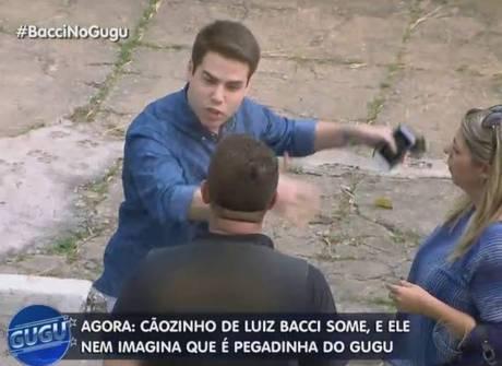 Apresentador faz pegadinha com Luiz Bacci e ainda revela segredo