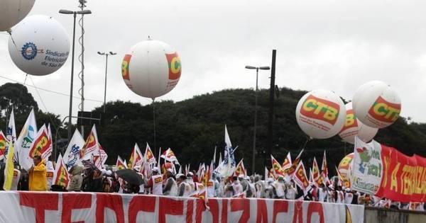 Paralisações e protestos de sindicados prejudicam trânsito e ...