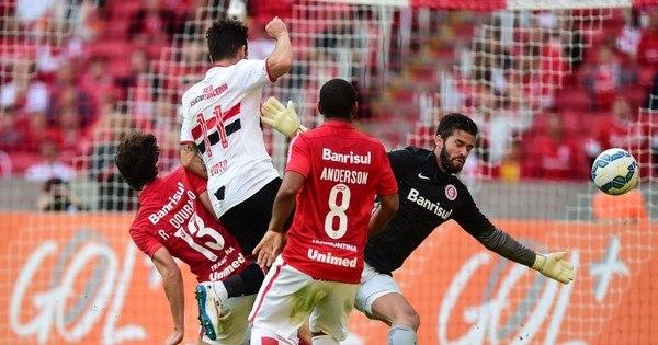 São Paulo joga melhor, mas só empata com Internacional remendado