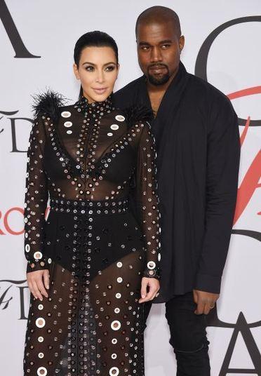 Kim Kardashian pode até ser mais famosa que o marido, Kanye West. Mas ele é uma figura que já realizou grandes feitos no mundo da música. O rapper é apontado como um dos mais inovadores músicos do estilo, além de acumular prêmios pelo reconhecimento da obra e também vender milhões de discos pelo mundo