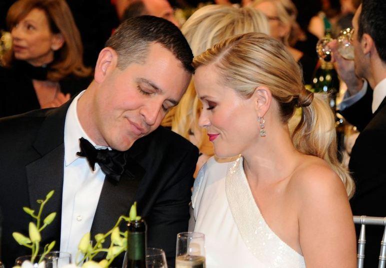 Reese Whiterspoon e Jim Toth se conheceram de forma inusitada. O rapaz foi pedir desculpas à atriz pelo amigo bêbado ter dado em cima dela. Com essa atitude, a atriz ficou apaixonada imediatamente. Ele atua como agente de atores