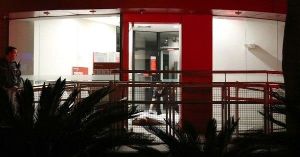Cliente morre baleado dentro de banco no Portal do Morumbi ...