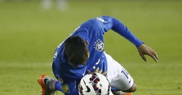 Neymar é punido e está fora da Copa América - Esportes - R7 Futebol