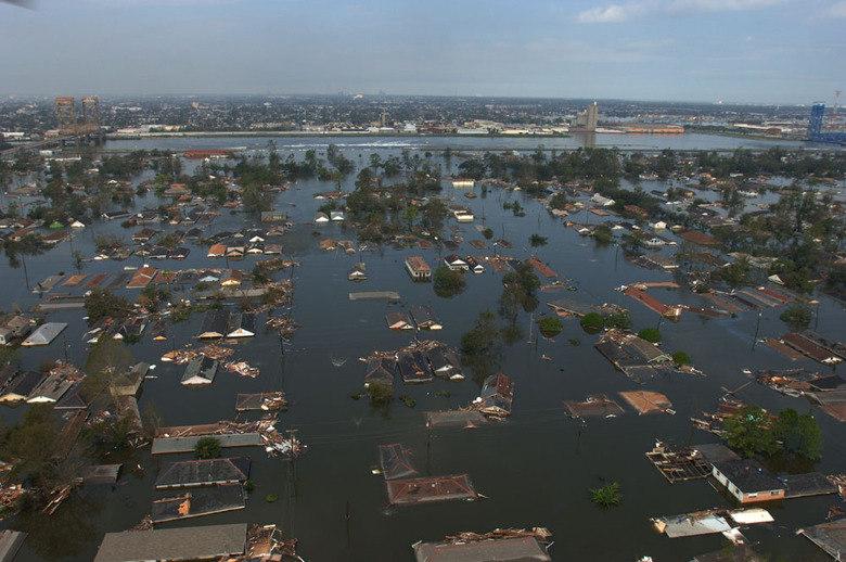 Além da superpopulação, outro problema que criamos e não conseguiremos reverter em 100 anos, de acordo com o cientista, são as mudanças climáticas, causadoras de tsunamis, derretimento de geleiras, furacões e incêndios