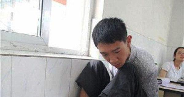 Jovem deficiente chega à faculdade na China fazendo prova com ...