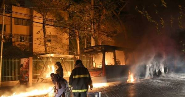 Pane elétrica causa incêndio em ônibus na zona oeste - Notícias ...