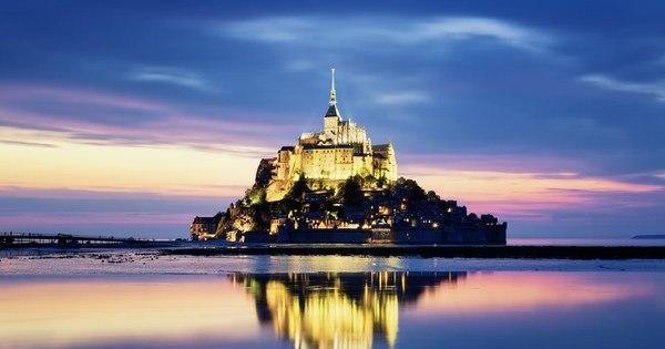 Inspiração para Disney, fortaleza medieval Mont Saint-Michel ...