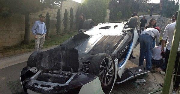 Jornalista capota supercarro BMW i8 que custa R$ 1 mi - Notícias ...