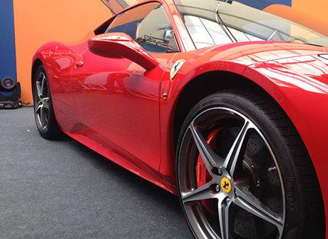 Conheça detalhes da Ferrari de Luan Santana e Gusttavo Lima
