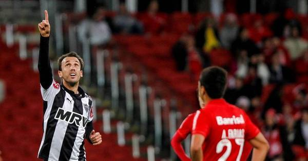 Atlético-MG é líder do Campeonato Brasileiro. Palmeiras salva os ...