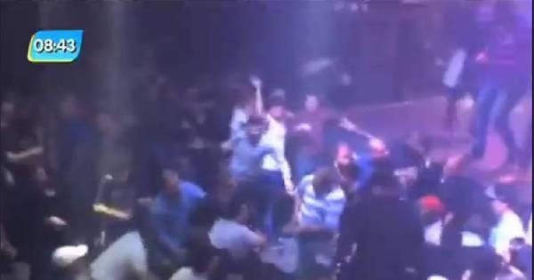 Vídeo mostra homem sacando suposta arma durante confusão em ...