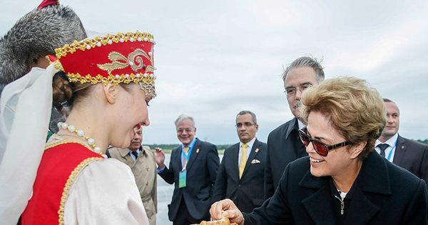 Dilma chega à Rússia e evita falar da troca de acusações sobre ...