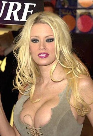 Ela abriu seu negócio 'ClubJenna' ainda quando atuava na carreira pornô, mas saiu logo em seguida e hoje sua empresa vale o equivalente a R$ 31 milhões