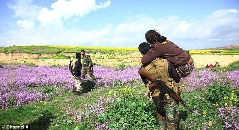 Com bravura e dedicação, uma rede de combatentes foi formada para salvar mulheres escravizadas pelo EI (Estado Islâmico), transferindo-as da Síria para o Iraque.Um filme feito com câmera escondida revelou como esses heróis arriscam suas vidas para libertar escravas sexuais do grupo terrorista