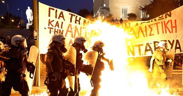 Imigrantes ilegais e policiais entram em confronto em ilha da Grécia ...