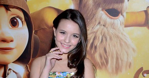 Larissa Manoela aparece pela primeira vez sem colar cervical em ...