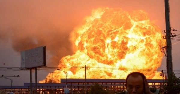 Incêndio toma conta de fábrica petroquímica na China e causa ...