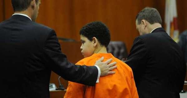 Criança assassina! Menino de 13 anos espanca e mata irmão de 2 ...