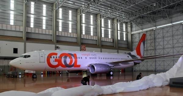 Gol recebe novo avião para pistas curtas e muda identidade visual ...