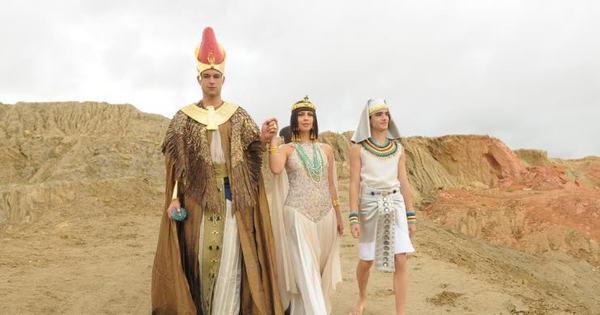 """Ramsés dark! """"Pesamos o figurino do rei com tons escuros nesta ..."""