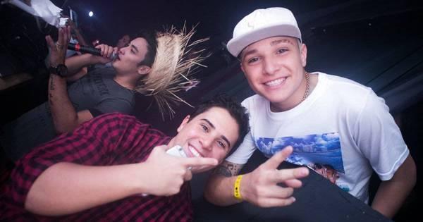 Após polêmica com irmã de Neymar, MC Gui curte balada no Rio de ...