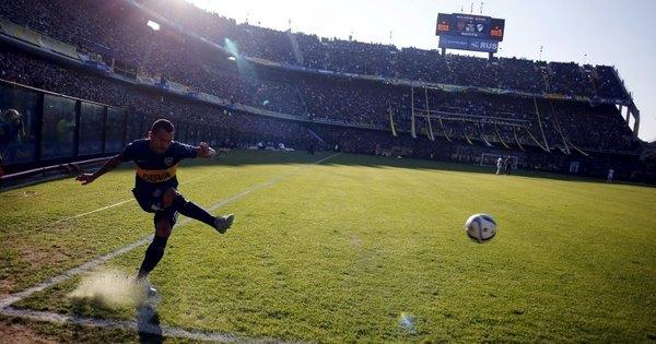 Na reestreia pelo Boca Juniors, Carlitos Tevez para na trave e vê ...