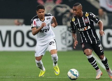 Polêmicas do apito acompanham Corinthians e Atlético-MG