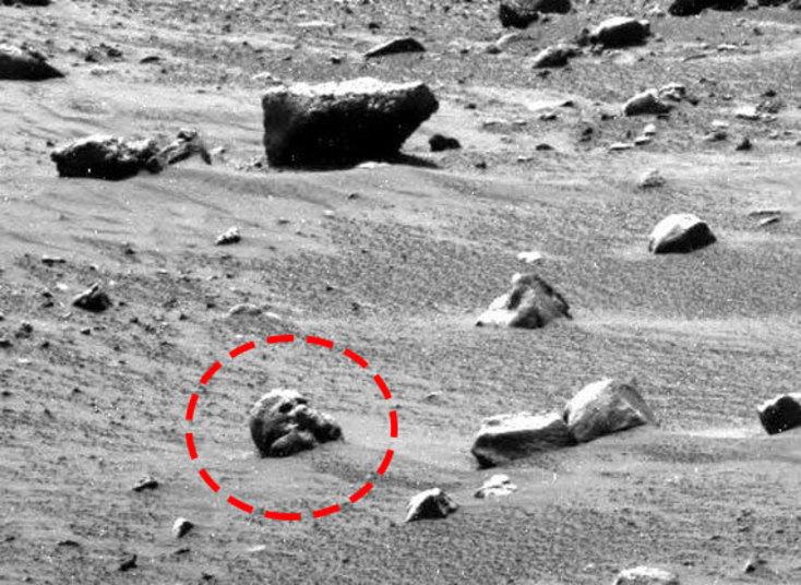 O caçador de discos voadores Scott Waring afirma que 'em uma das imagens é possível encontrar fósseis na superfície do planetaCurta a página do Hora 7 no Facebook para ler as notícias mais insanas do planeta