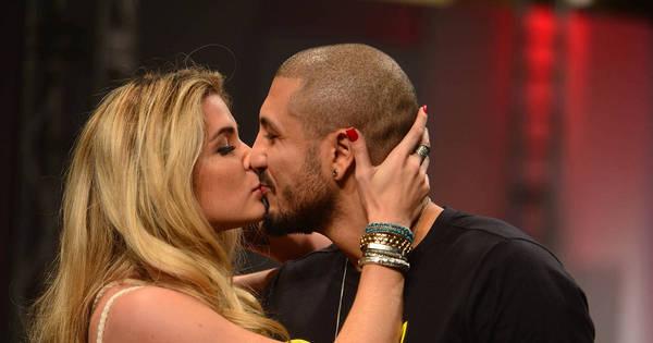 Ex-BBBs Aline e Fernando brigam em restaurante da Globo ...