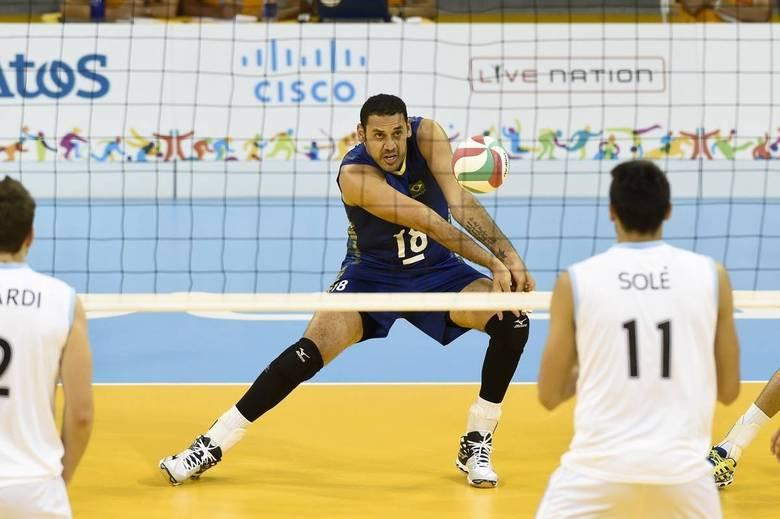 A seleção brasileira masculina de vôlei garantiu a sua vaga nas semifinais dos Jogos Pan-Americanos de Toronto ao vencer a Argentina por 3 sets a 0 nesta terça-feira (21)
