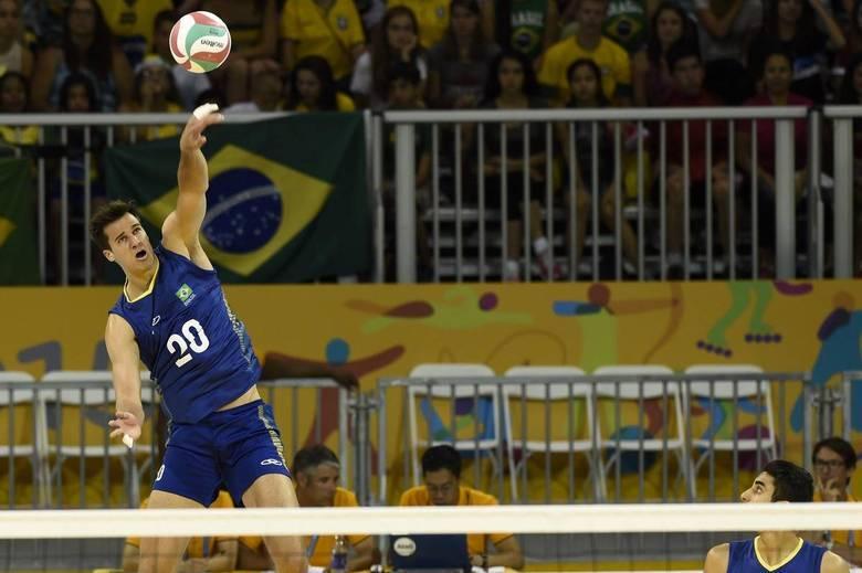 Um dos grandes destaques do Brasil no confronto foi Renan Buiatti com 17 pontos anotados