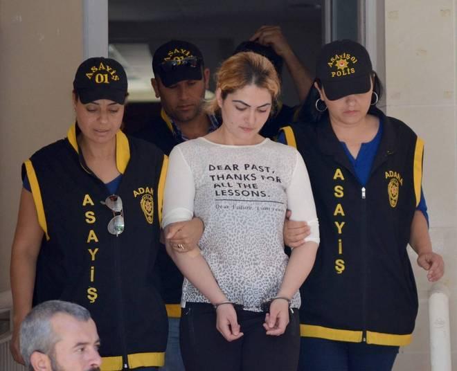 Çilem Doğan ficou conhecida nas redes sociais depois de matar seu marido com seis tiros. Segundo o jornalHurriyet Daily News, a turca contou à polícia que cometeu o crime depois de o homem tentar mandá-la a um prostíbulo para ganhar dinheiro