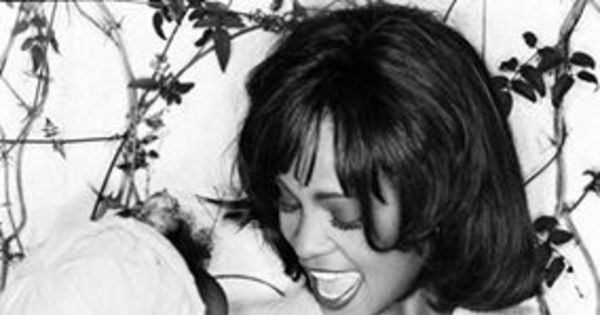 Perfil de Whitney Houston no Facebook presta homenagem a Bobbi ...