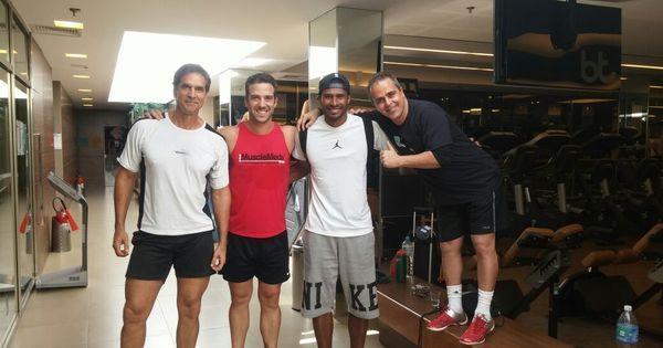 Carlos Bonow e Victor Fasano praticam exercícios com campeão de ...