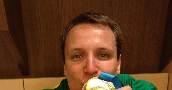 Ouro no Pan, armador da seleção brasileira de basquete comemora ...