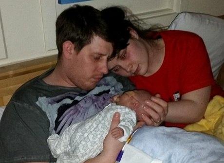 Saúde: casal precisa desligar uma máquina que mantinha filho vivo