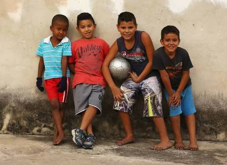 Relembre 11 maneiras de jogar bola com seus amigos de infância