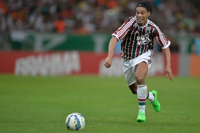 Mesmo com a má forma física e sem convencer a torcida, Ronaldinho faturou uma bolada no Tricolor Carioca. Com um salário de R$ 800 mil, o jogador recebeu cerca de R$ 3.600,00 por segundo nas Laranjeiras